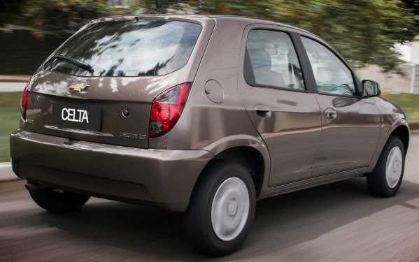 Chevrolet Celta 2014 ganhou frisos cromados na grade, além de airbag e ABS