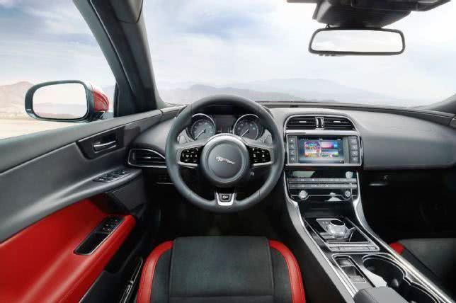 novo-Jaguar-XE Jaguar XE - Preço, Versões, Fotos 2019