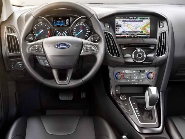 tecnologia-Ford-Focus-Fastback Ford Focus Fastback - Preço, Fotos 2017 2018