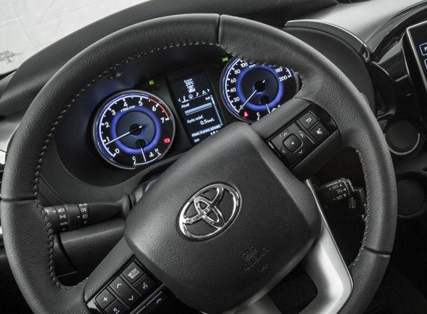 hilux-sr-challenge-painel Toyota Hilux SR Challenge - Preço, Fotos 2019