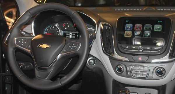 painel-chevrolet-equinox Chevrolet Equinox - Ficha Técnica, Preço, Versões, Consumo 2019