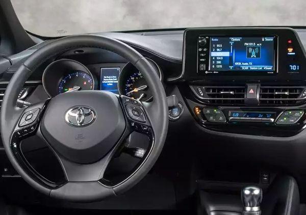 toyota-chr-painel Toyota CHR - Preço, Ficha Técnica 2019