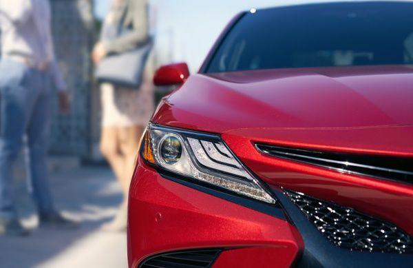 farol-toyota-camry Toyota Camry - Preço, Ficha Técnica, Versões, Consumo 2019
