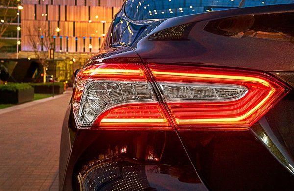 lanterna-toyota-camry Toyota Camry - Preço, Ficha Técnica, Versões, Consumo 2019