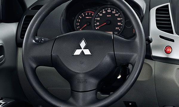 painel-mitsubishi-l200 Nova Mitsubishi L200 - Itens de Série, Preço, Fotos 2019