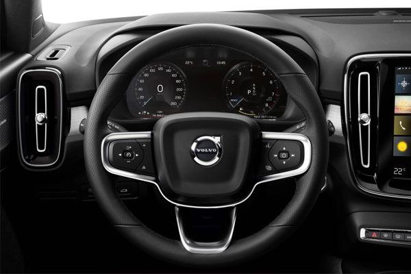 painel-volvo-xc40 Volvo XC40 - Preço, Ficha Técnica, Versões, Consumo 2019