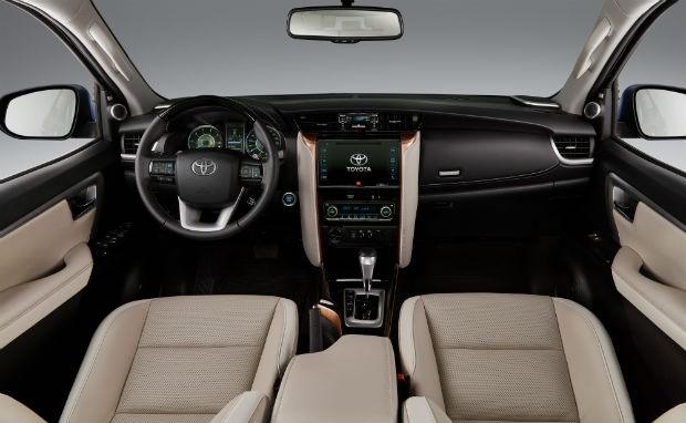 comprar-toyota-hilux-sw4-pcd Toyota Hilux SW4 PCD - Preço, Desconto, Versões, Fotos 2019